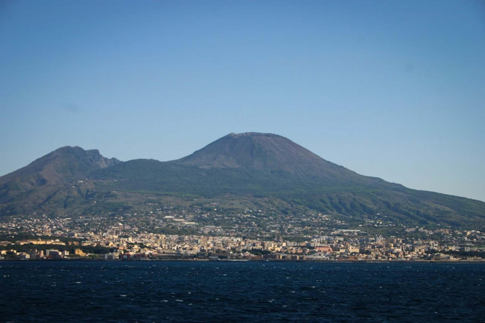 Park Place Mercedes >> Climbing Mount Vesuvius - Leisure Italy