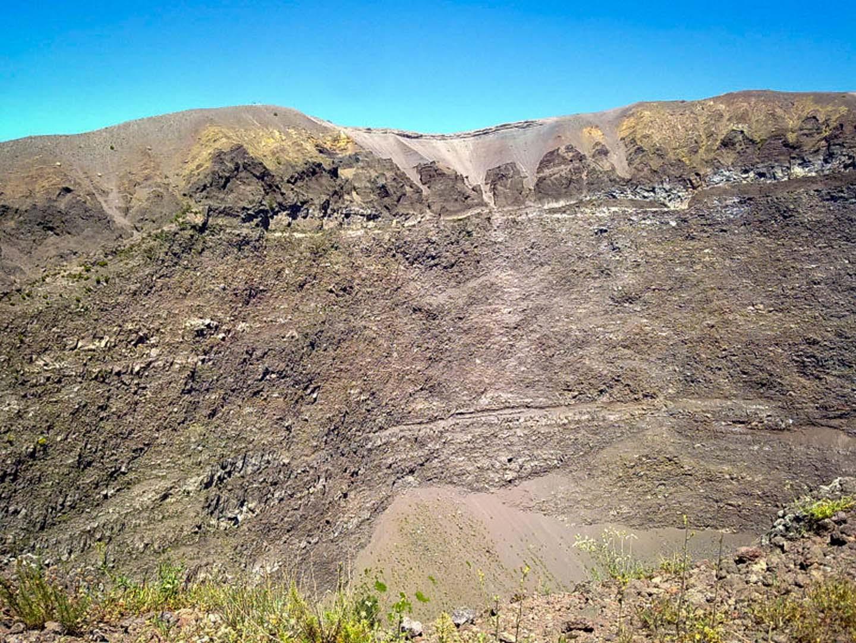 Climbing Mount Vesuvius - Leisure Italy