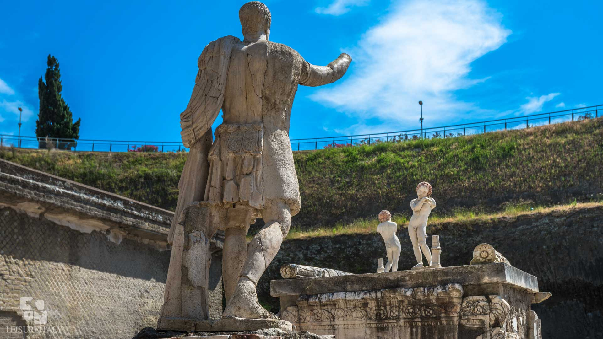Mercedes Tour Van >> Visit Herculaneum - Leisure Italy